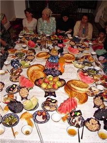 Савдьба в Узбекистане - это большой праздник, много гостей и много еды