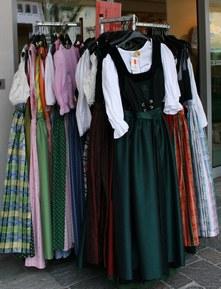 В Австрии народные платья можно купить на каждом шагу