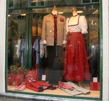 В Австрии народную одежду прордают во многих магазинах