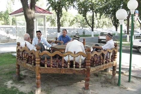мужчины в Узбекистане