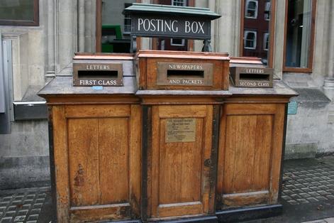 Старинный почтовый ящик в Оксфорде