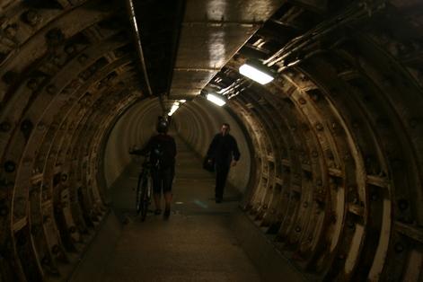 Подземный пешеходный туннель под Темзой